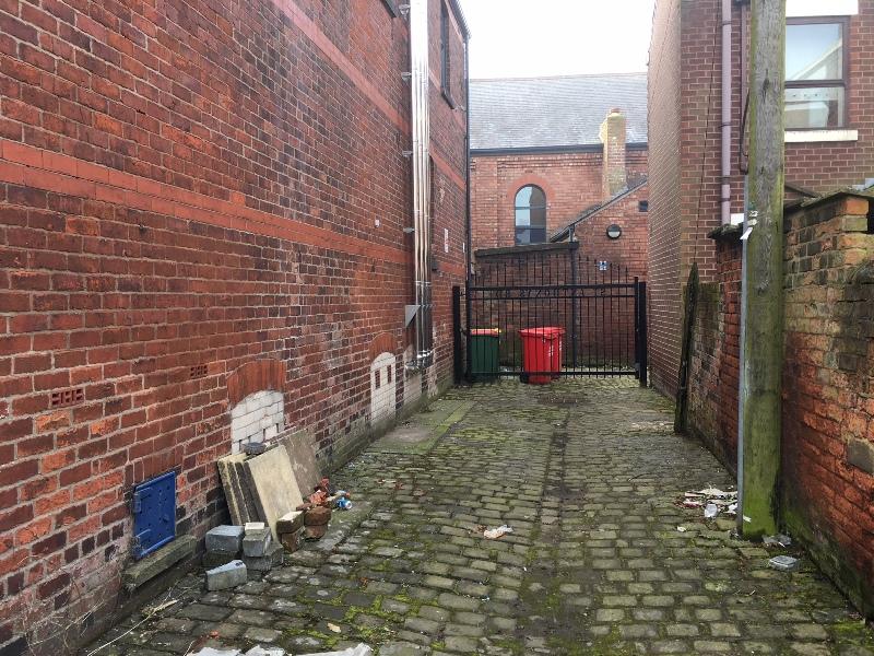 Back alleyway turning left - south side  (4).JPG