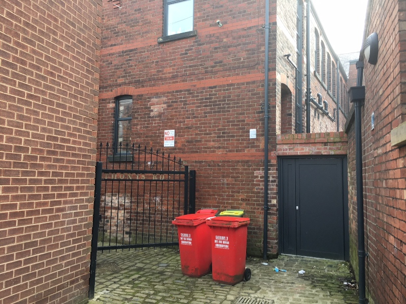 rear alleway, where i want a wirless camera, so i can monitor my car, when i have to park at the back of the house on St Anthonys Rd (3).JPG
